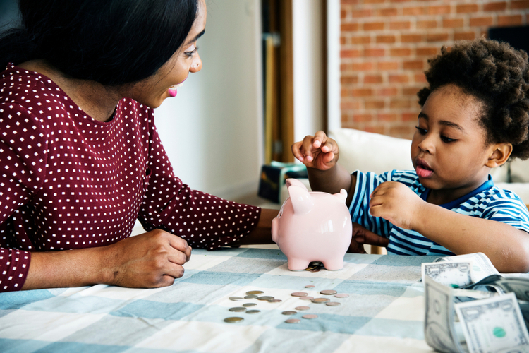 mother teaching her child about money
